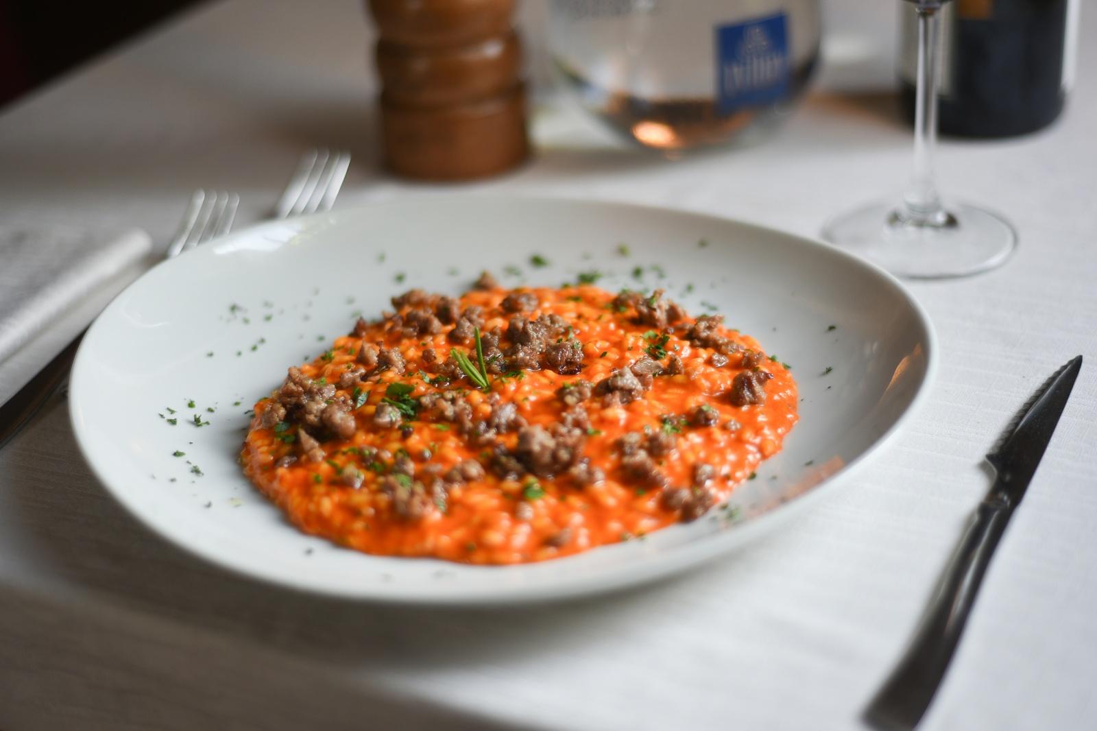 Risotto con Salsa di Peperoni Arrosto e Salsiccia